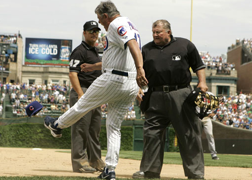 Sweet Lou performs his patented cap kick (pic via chicago-cubs-fan.com)